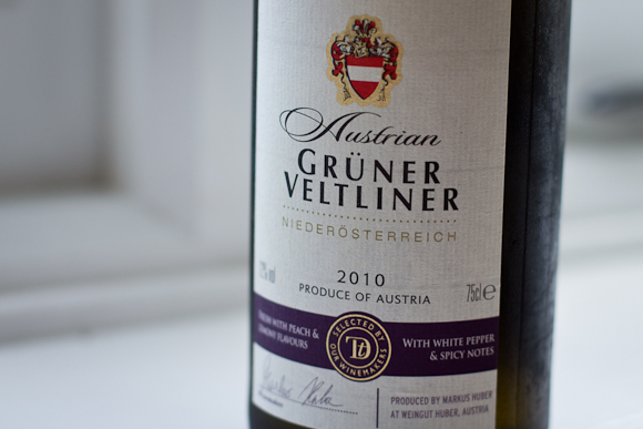 Label of this Austrian Gruner Veltliner, with a traditional crest and purple accents