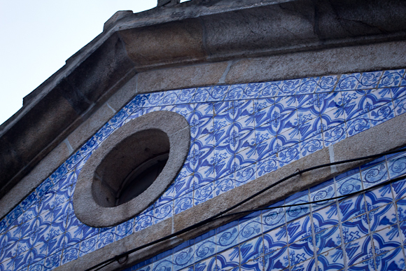 Blue ceramic tiling adorns the wall of a house in Porto