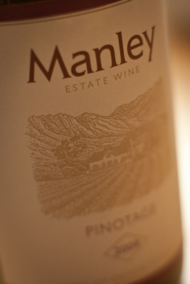 Closeup of the Manley Estate label — fairly traditional line drawing of vineyard