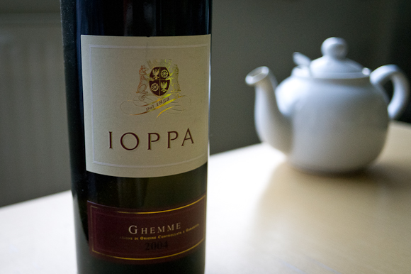 Bottle of Ghemme Ioppa with a teapot in the background